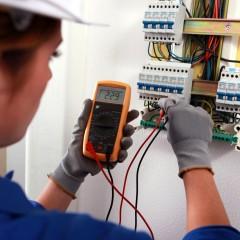 Electrician de întreţinere în construcţii